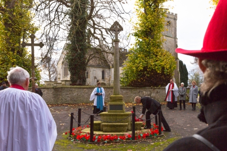 Newly elected Chairman Geoff West lays the wreath on behalf of the Parish Council, November 2017